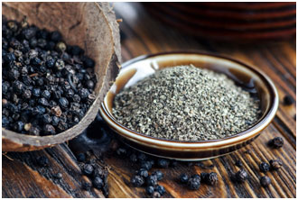 Black pepper helps in fighting infections during the monsoon season