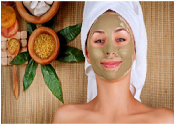 Multani mitti helps in giving a cooling effect to dry and cracked skin