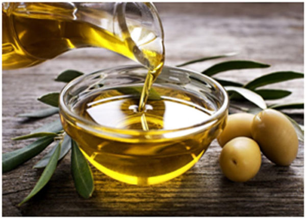 Olive oil helps in healing the skin and prevents dryness