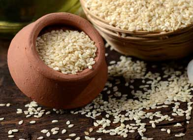 Sesame seeds give strength to the bones and cures neck pain