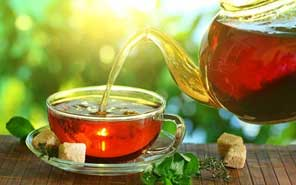 Drink tea to ease off the period pain quickly