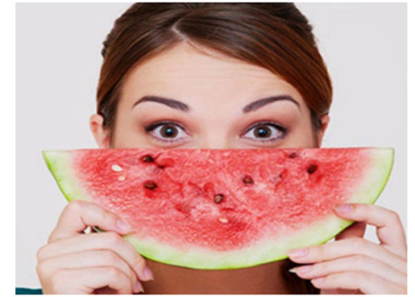 Watermelon helps in hydrating the dry skin and keeps it moist